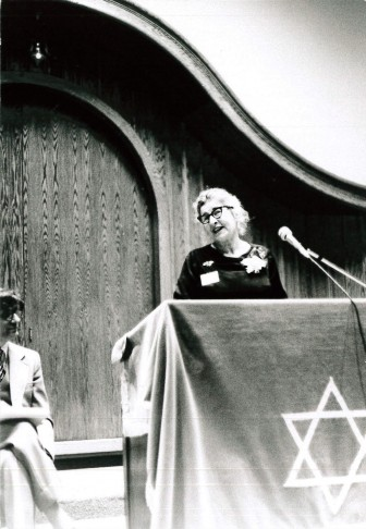 Gerda Seligson (1909-2002), the first woman to serve as president of a Conservative synagogue in the US (president of Beth Israel 1971-73), at the dedication of the 2000 Washtenaw building.